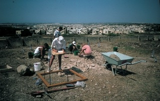 Frendo_Fig2-Excavating one of the areas at Tas-Silg