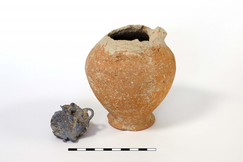 Professional photos of jug with hoard and close-up of hoard. Photos by Gabi Laron, Institute of Archaeology, Hebrew University of Jerusalem.
