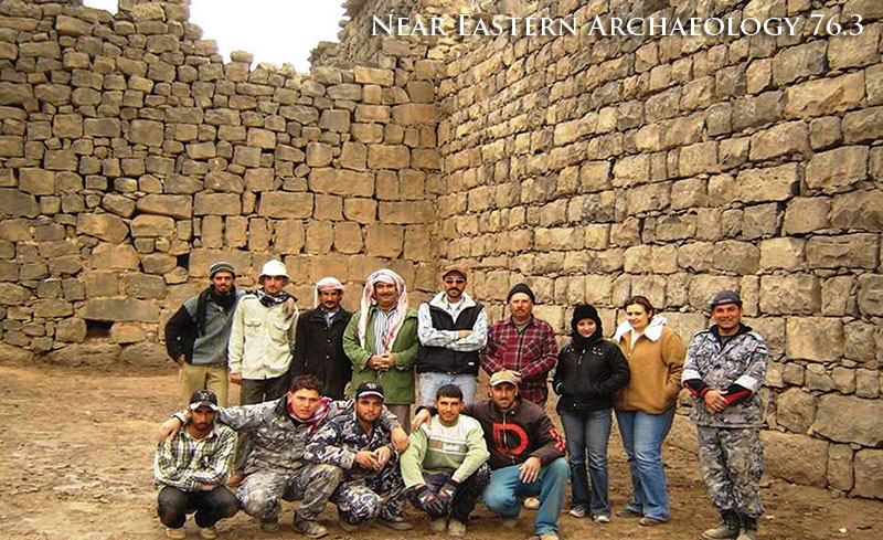 Figure 4. The 2008 excavation team with Ahmad Lash at Qasr Azraq.