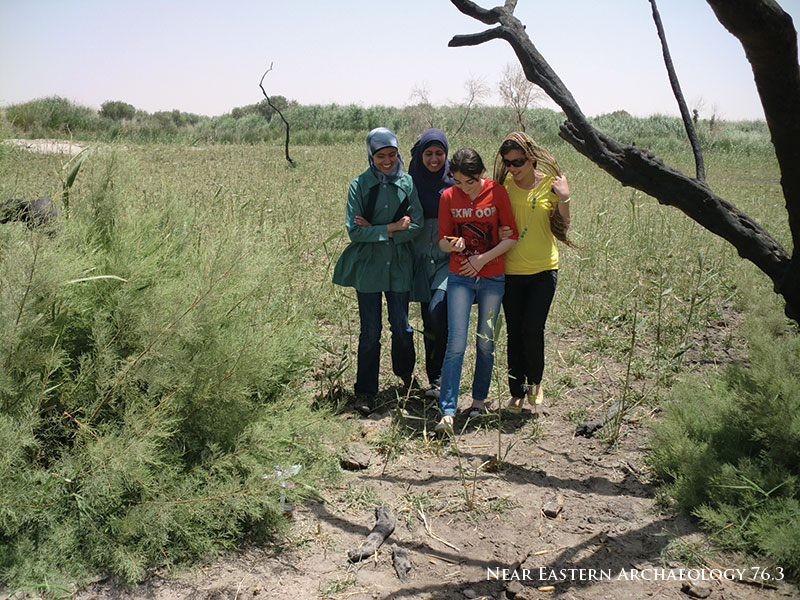 Figure 8. Producing places the archaeological way: students learn how to use the GPS to map sites during a field day at the Azraq Wetlands Reserve in South Azraq.