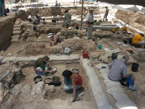 Views of the excavations at Tell es-Safi/Gath, courtesy of Aren M. Maeir.
