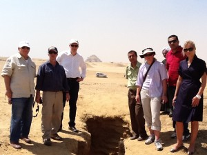 Fig. 1: ICPEA members (from left) Ted Greenberg, Eric Cline, Peter Herdrich, driver, Sarah Parcak, security, and Deborah Lehr examine a looters pit in Saqqara. Copyright Peter Herdrich