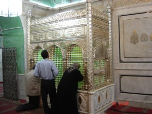 Figure 1. Shrine of Hussein within the Great (Umayyad) Mosque, Damascus (Photo copyright 2005 Frederik Questier and Yanna Van Wesemael)