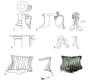 Free-blown jugs from (1) ʿAraq en-Naʿsaneh (Wadi ed-Daliyeh); (2) Cave of Horror; (3) Cave of the Sandal (Cave VIII/28); and (4, 5) ʿAbud Cave. (Drawings by Y. Rudman; photo by P. Shrago; drawings digitally formatted by S. Pirsky; courtesy of the American Schools of Oriental Research, the Israel Exploration Society, the Israel Antiquities Authority, and R. Porat)